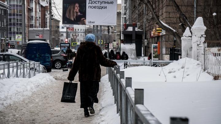 Полтысячи новосибирцев получили травмы из-за гололёда — показываем скользкие препятствия в центре города