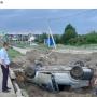 «Фары ещё светятся»: в Волгограде перевернулась легковушка
