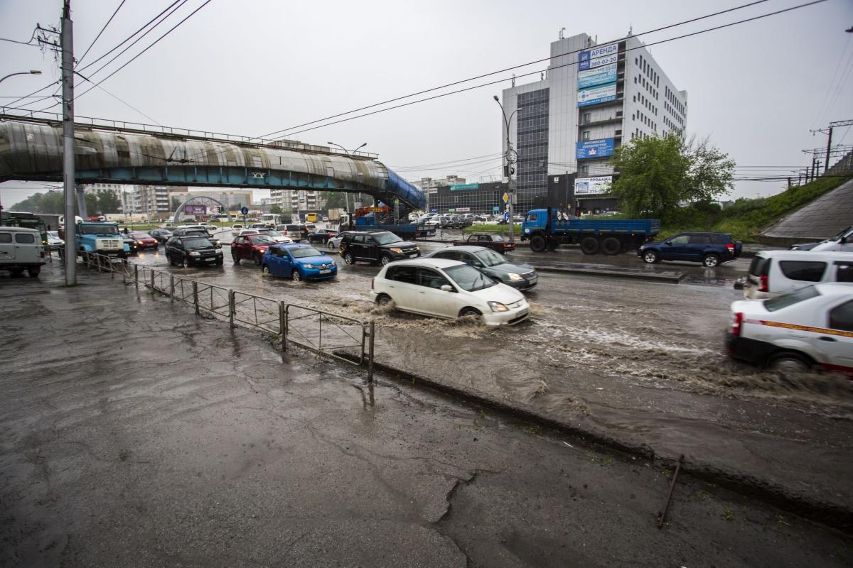 Корреспондент НГС провёл на площади Труда два часа, чтобы оценить масштабы потопа