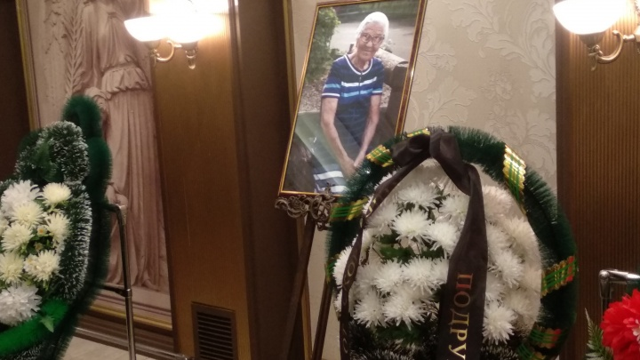 Десятки красноярцев пришли проститься с путешественницей Бабой Леной