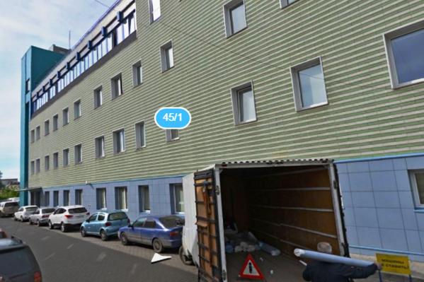 К многочисленным арендаторам в здании на улице Декабристов теперь добавился «Магнит»