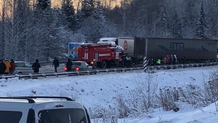 В массовом ДТП на Пермском тракте пострадали восемь человек