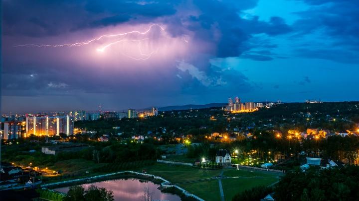 Штормовой ветер и гроза надвигаются на Красноярск