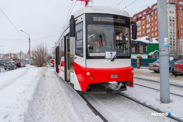 Трамвай сейчас ездит по городу в тестовом режиме, но уже с пассажирами