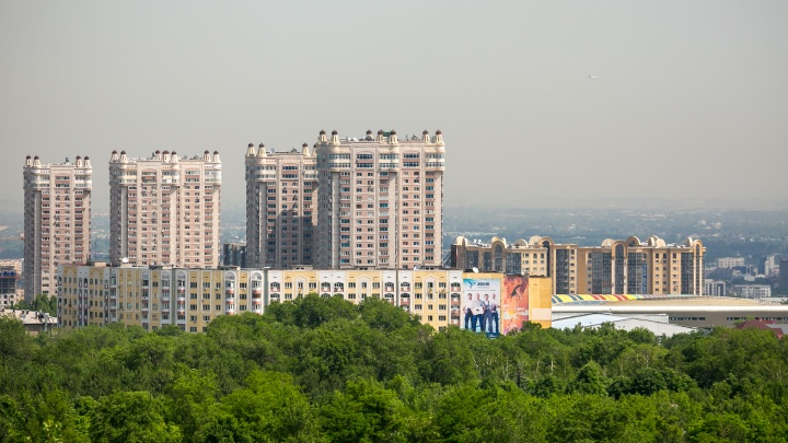 Сравнение городов: смотрим на город, который пережил Универсиаду, и также страдает от «черного неба»
