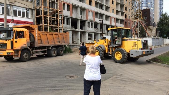 «Доделывают или разрушают?»: дольщики скандального дома на Садовой заявили в полицию на застройщика