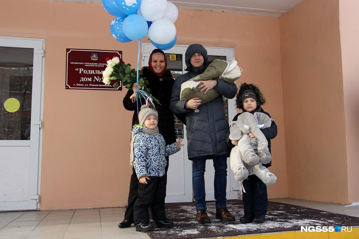 Любовь и Василий Двоеглазовы и их дети —Марк, Лев и Николай