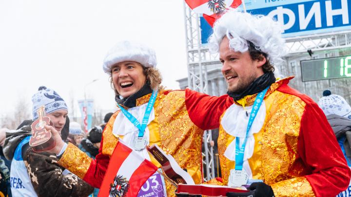 Мышиное семейство, «Маска» и иностранцы с конфетами: как прошёл омский Рождественский полумарафон