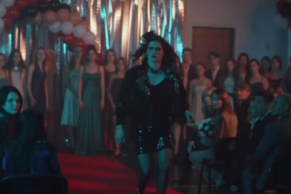 Героиня одной из частей фильма — трансгендер