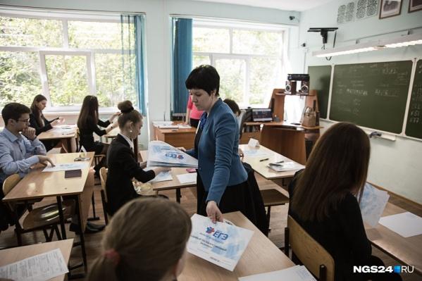 Количество учащихся с каждым годом растет, а вот учителей вузы выпускают все меньше