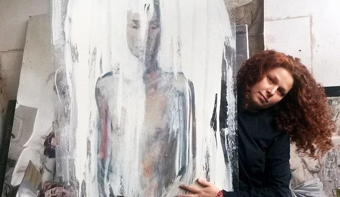 Сибирячка открыла выставку картин из гофрокартона и скотча