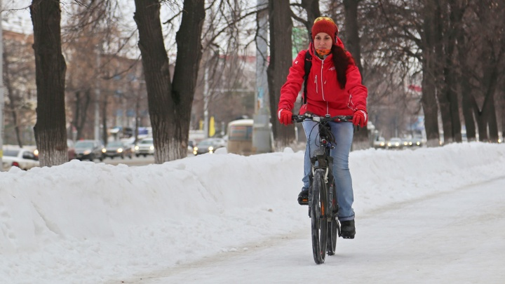 И голову проветрить, и мышцы накачать: уфимка рассказала, зачем ездит на велике зимой