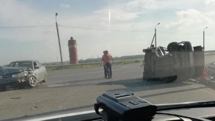 В аварии на трассе Тюмень — Омск пострадали беременная женщина и двое детей