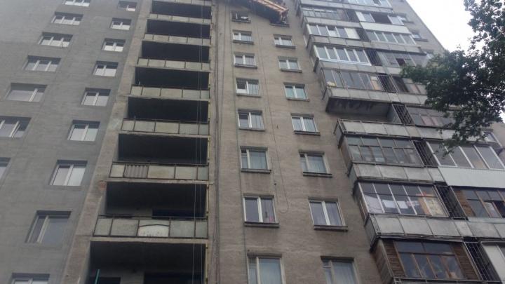 В Уфе с высоты 12-го этажа сорвалась строительная люлька