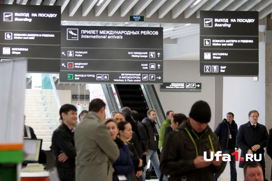 Женщины прилетели на самолете в Грозный