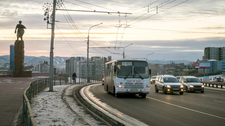 Выделеннные полосы по всему городу открывают для проезда машин в выходные и праздники