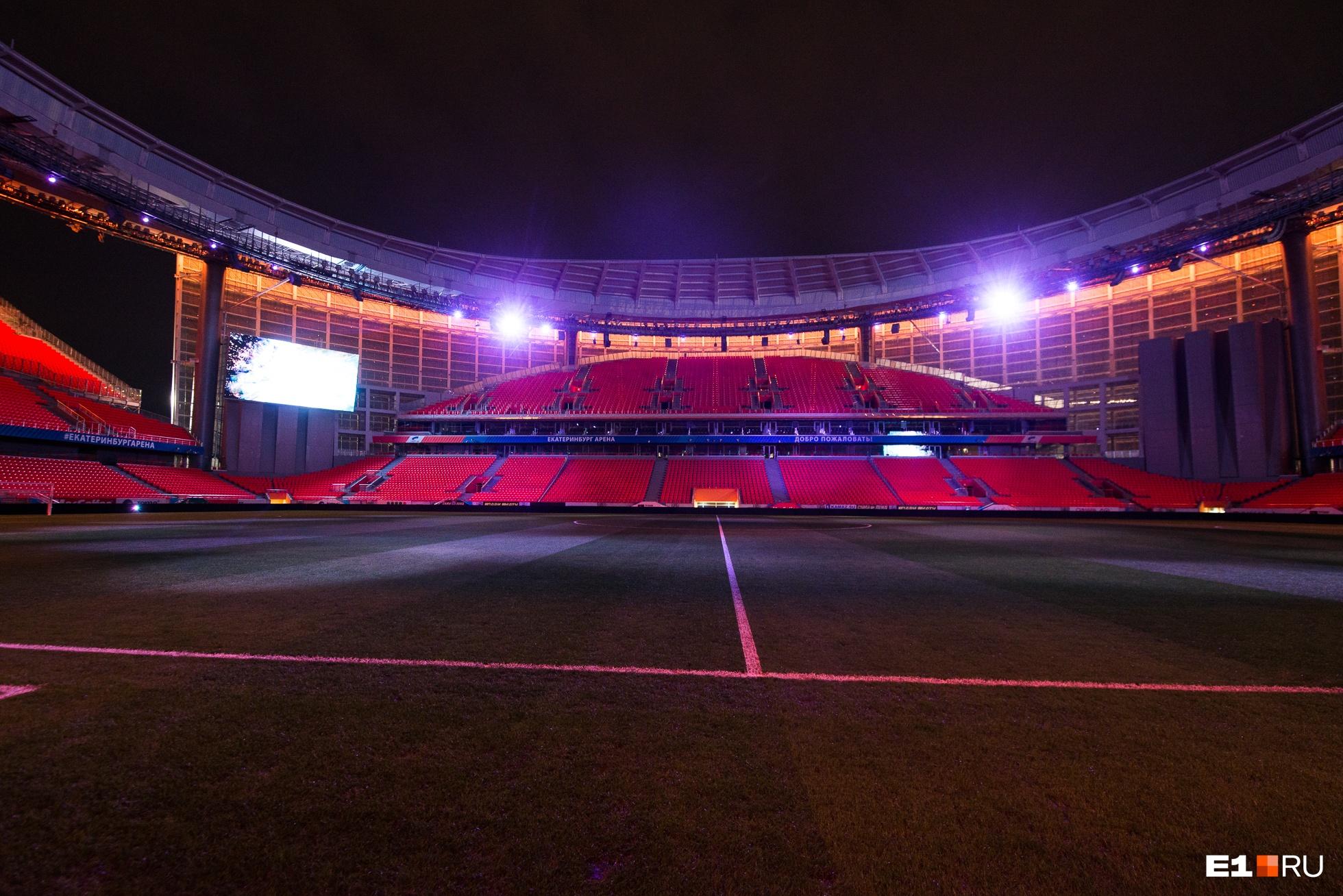 На стадионе продемонстрировали возможности концертного освещения