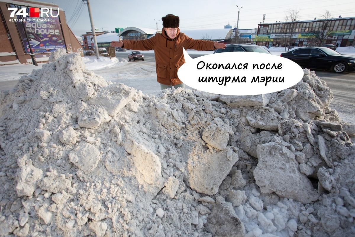 При прежнем главе города были тефтелевы кучи. Владимир Елистратов требует вывозить снег, но результат пока такой же