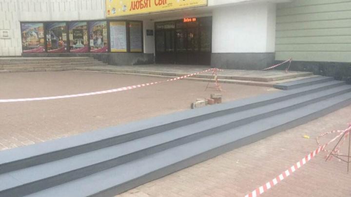 В Нижнем Новгороде имитировали реставрацию ступеней у Кукольного театра к приезду Ольги Голодец