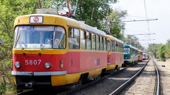 В Волгограде женщина на иномарке парализовала движение скоростного трамвая