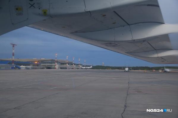 Из Красноярска один рейс до аэропорта Шереметьево в Москве отменён, второй задержан
