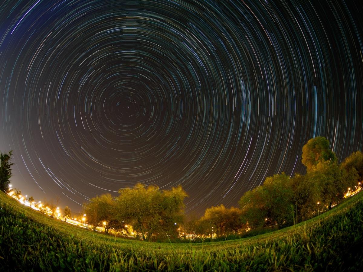Звездные треки вокруг Полярной звезды, Сочи, сентябрь 2016. Автор: Дмитрий Поташкин