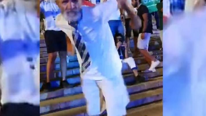 Танцующий 68-летний болельщик «Ротора» стал суперзвездой интернета