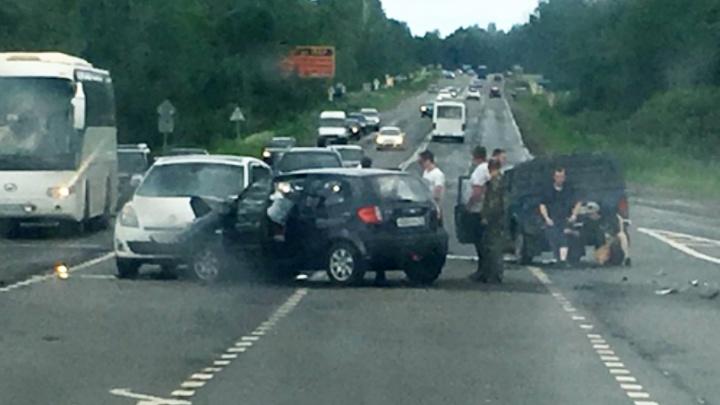 Делали массаж сердца в машине: в тройном ДТП под Ярославлем погибла 43-летняя женщина