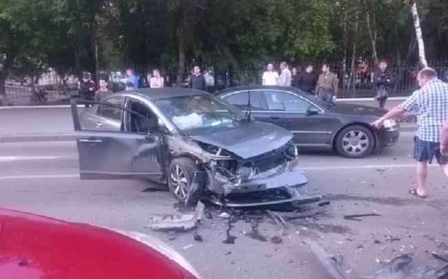 Пока инспекторы оформляли водителя, его друг взял авто и устроил аварию в центре Тюмени