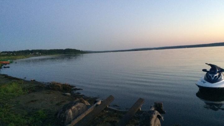На озере в Челябинской области при катании на гидроцикле утонула школьница