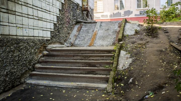 На лестнице рядом с «Золотой Нивой» пропали ступени