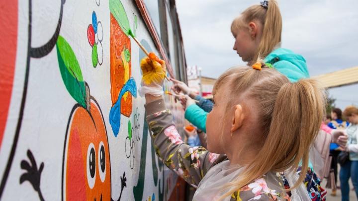 День молока и День защиты детей в Омске отметят акцией «Раскрась троллейбус»