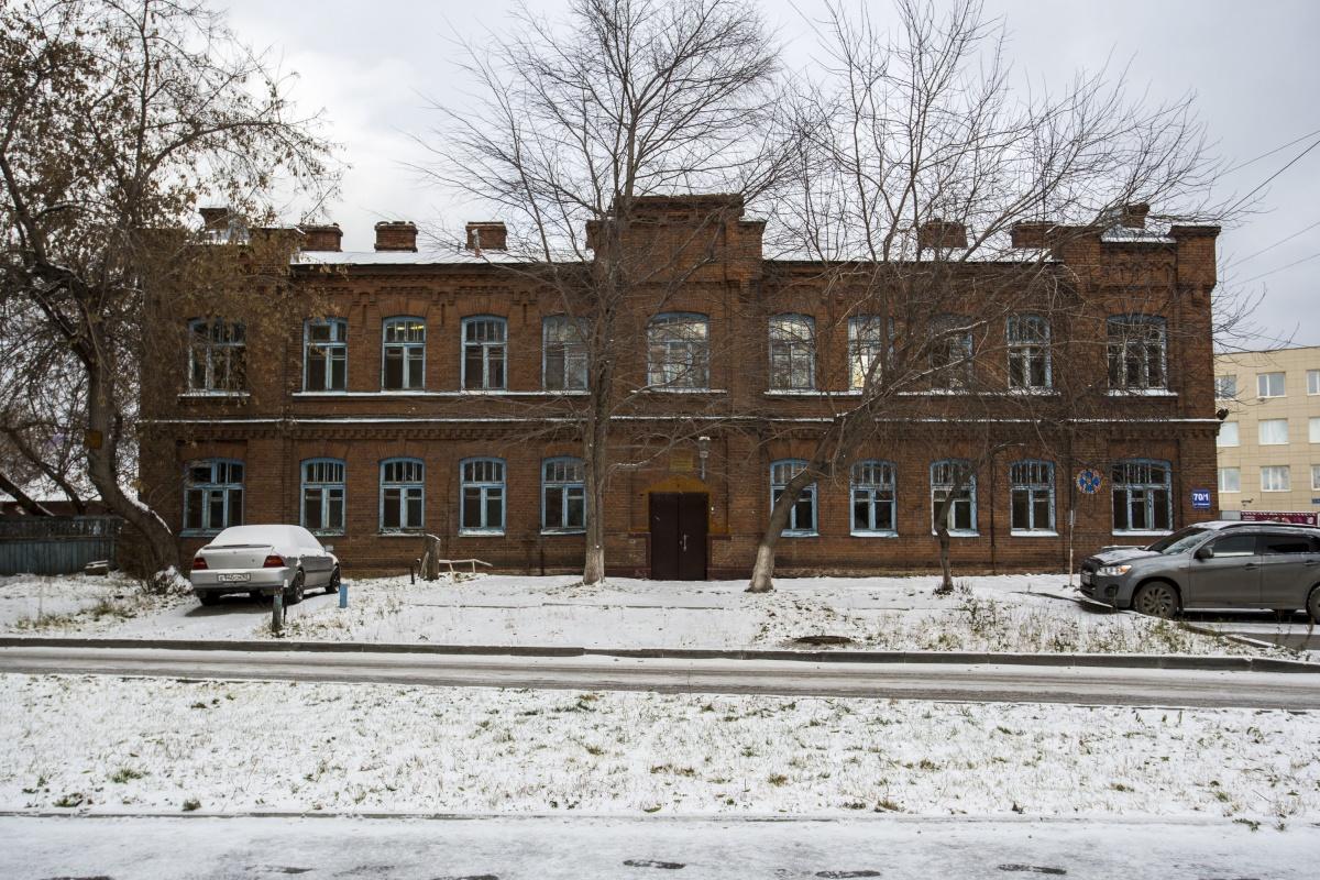 Здание на улице Сухарной, 70/1 построено в начале 1900-х годов, раньше там была больница мясохладобойни