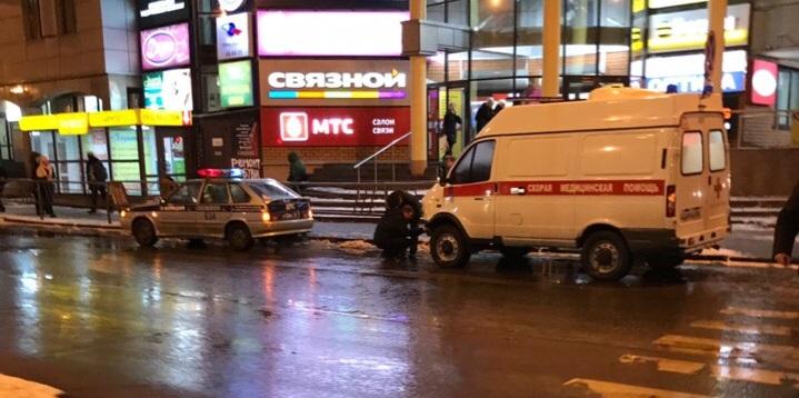 «Удар был очень хороший»: на перекрестке у МРВ легковой автомобиль врезался в карету скорой помощи