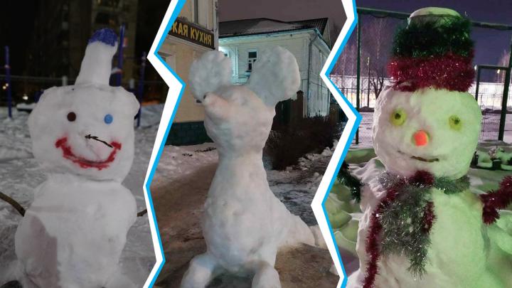 Подтаяли, но не сломались: смотрим на жутких и милых снеговиков, которых сделали архангелогородцы