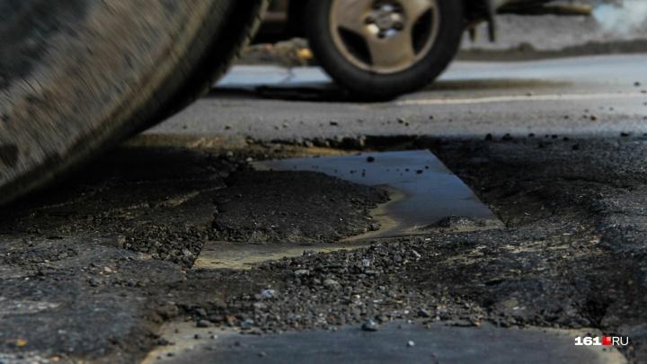 Капкан на дороге: в Ростове на Малиновского образовалась яма