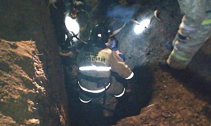 В Башкирии трех рабочих завалило землей, пока они работали в двухметровой траншее