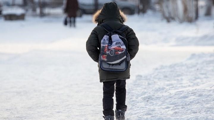 «Им проще нас выгнать»: подростка с ЗПР отправили домой после очередной травмы одноклассника