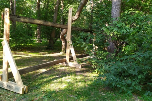 О том, что забор отрезал часть парка, сообщала и наш корреспондент Виктория Чулюкина
