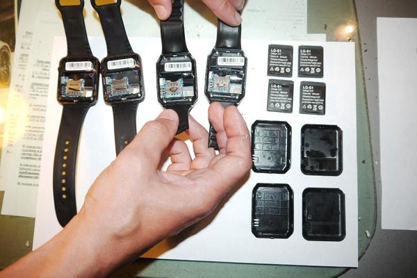 В бутылке из-под кондиционера в колонию пытались пронести партию китайских аналогов Apple Watch