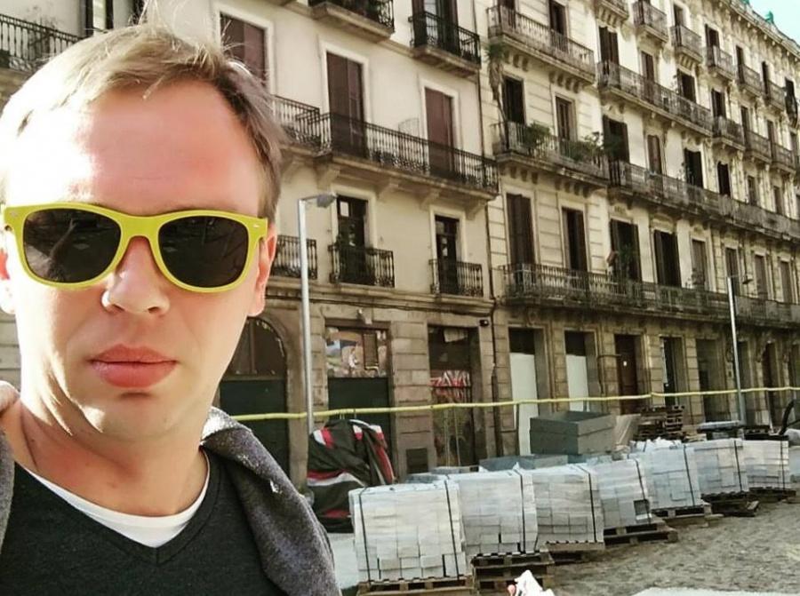 Незадолго до объявления этого решения защита Голунова сообщила, что его повезли из дома в ГУ МВД Москвы