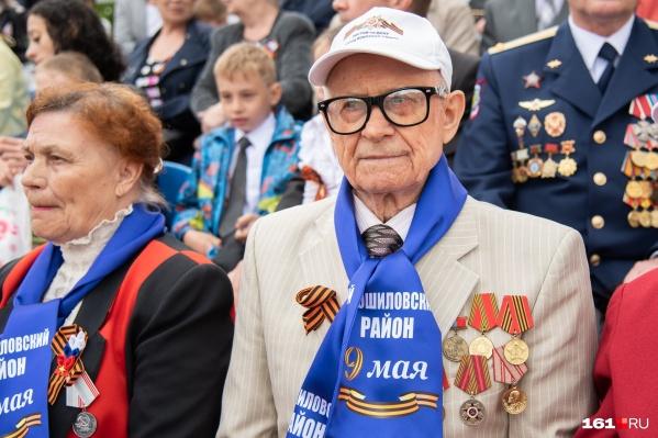 В этом году ветераны ко Дню Победы получат по 100 тысяч рублей