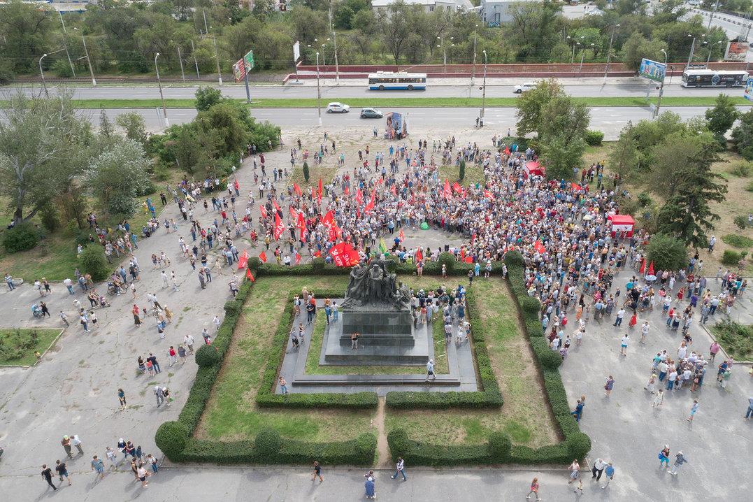 Митинговать, по разным данным, пришли от 650 до 1500 человек