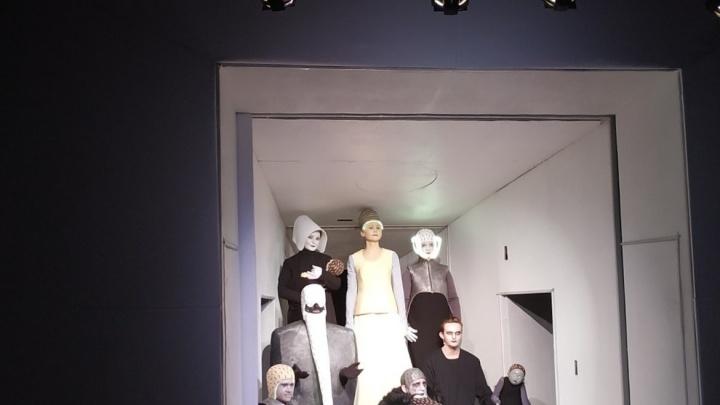 Курганский театр «Гулливер» представит на международном фестивале сенсацию: символы любви в картинах