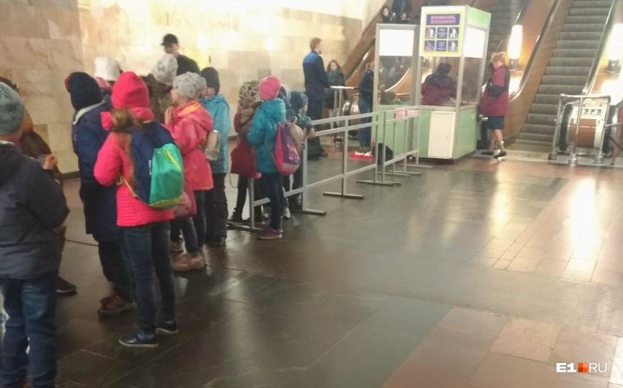 В екатеринбургском метро 10-летнего мальчика затянуло в эскалатор