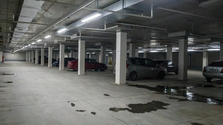 Новосибирец заблудился на подземной парковке и от злости разгромил машины