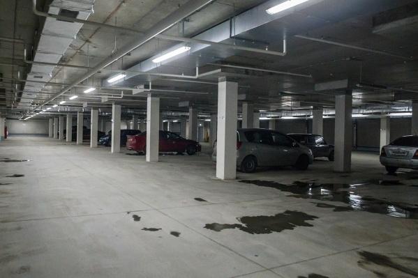 Мужчина проехал первый этаж и заблудился на подземной парковке, где после этого устроил дебош