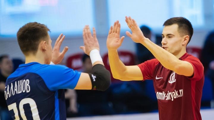 Выиграли всухую: новосибирские футболисты разгромили соперников из Самары