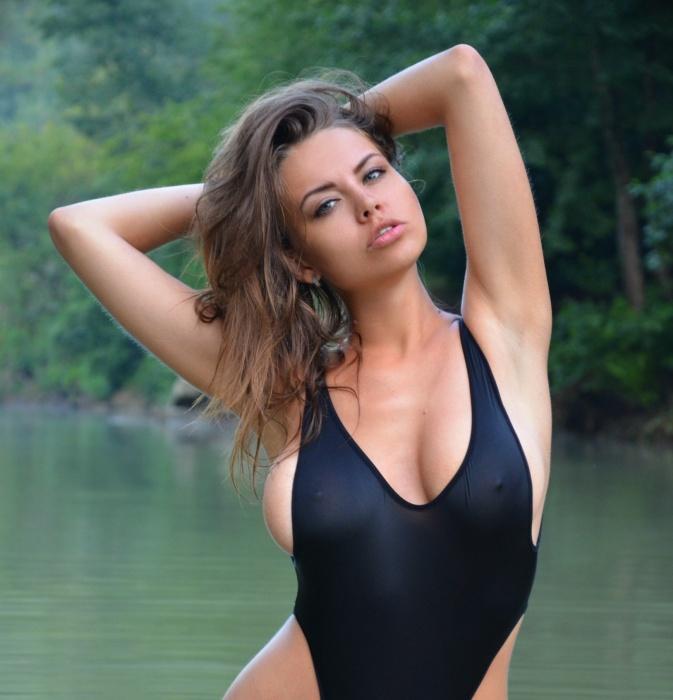Три сексапильные девочки из Екатеринбурга разделись ради победы в конкурсе Playboy (18+)