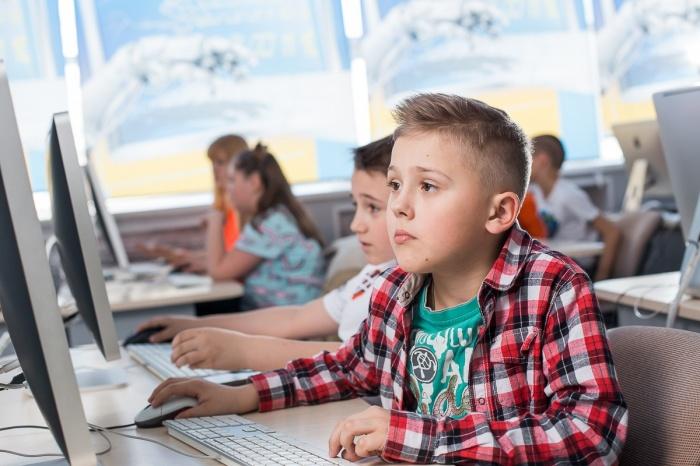 В «Компьютерной Академии Шаг» дети учатся создавать профессиональные игровые приложения и веб-сайты